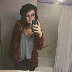 acacia .... i don't necessarily like her as a person but i'm in love with her clothes