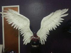 Maleficent Cosplay Wings by ThePinkPoudo on DeviantArt Angel Wings Costume, Diy Angel Wings, Cosplay Wings, Diy Wings, Feather Angel Wings, Maleficent Wings, Maleficent Cosplay, Larp, Diy Costumes