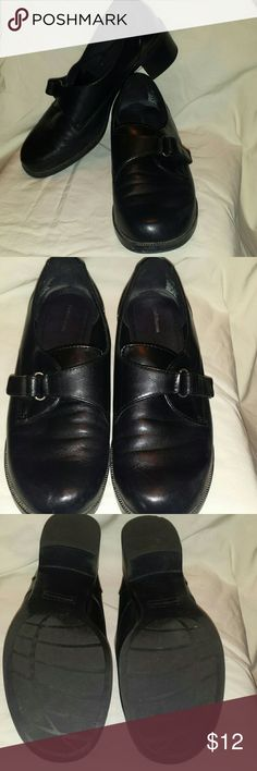 *NWT* CROFT & BARROW LEATHER LOAFERS New Black Leather Loafers, one strap with velcro across top. Very flexible for walking, Size 10 Croft & Barrow Shoes Flats & Loafers