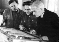 К.Т. Бабыкин консультирует студентов В. Чемякина и А. Оборина.