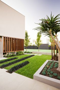 Pin more images of this landscape at http://www.designhunter.net/warm-minimalist-landscape-design/ #landscape design #landscape architecture #garden design