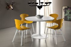 This is the Domitalia Echo-L chair in orange with its futuristic contemporary style, makes the perfect dining chair!