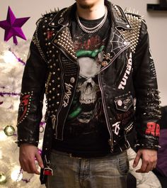 Leather battle jacket update Small update, now with more painted band logos. Metal Fashion, Dark Fashion, Punk Outfits, Cool Outfits, Mode Punk, Custom Leather Jackets, Studded Leather Jacket, Men's Leather, Punk Jackets
