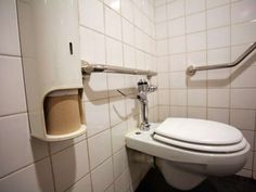 Teenage girl dies of heart attack after not going to the toilet for eight weeks