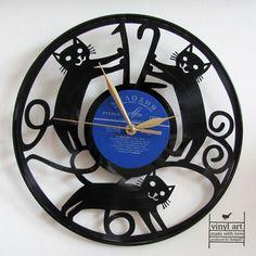 Стильный переработаны настенные часы лазерной вырезать из виниловой пластинки с мотивом кошек,крюк для подвешивания. kočičky: hodiny vyřezané z vinylové desky