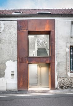 Image 4 of 19 from gallery of School Conversion into Housing Units / ACBS Architectes. Photograph by Marcin A. Pawlowski Image 4 of 19 from gallery of School Conversion into Housing Units / ACBS Architectes. Photograph by Marcin A. Architecture Renovation, Facade Architecture, Contemporary Architecture, Architecture France, Ancient Architecture, Sustainable Architecture, Landscape Architecture, Urban Loft, Corten Steel