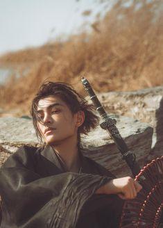 Traditional Chinese hanfu by 三火·Yvan Zuko, Boys Korean, Beautiful Boys, Beautiful People, Photo Reference, The Villain, Asian Men, Handsome Boys, Belle Photo