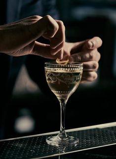 Craft Cocktails, Wine Cocktails, Cocktail Recipes, Alcoholic Drinks, Cocktail Glassware, Beverages, Cocktail Drinks, Hard Drinks, Yummy Drinks