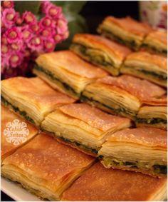 Nişastalı Tepsi Böreği Delicious starch tray pastry for those who love crispy pastries. Bakery Recipes, Pizza Recipes, Vegan Recipes, Cookie Recipes, Fun Easy Recipes, Easy Meals, Borek Recipe, Roast Rack Of Lamb, Turkish Recipes
