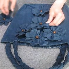 Sewing a bag from old jeansvery interesting upcycled denim applique bag by alexandria Look what you can make from your old jeans. Look what you can make from your old jeans. Denim Bags From Jeans, Artisanats Denim, Denim Tote Bags, Diy Jeans, Denim Purse, Denim Handbags, Jean Crafts, Denim Crafts, Upcycled Crafts