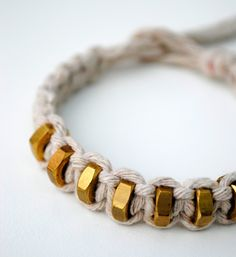 Make your own bracelet with macramé and nuts! Or wool and beads for kids friendship bracelets? Full tutorial!