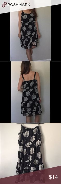 Like new pretty floral strapped dress Bust 20', waist 18', 32' length. 100% polyester. Beautiful black and gray floral. Too big on me in pics. Old Navy Dresses Midi