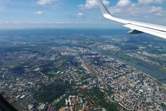 Podejście do lotniska we Frankfurcie w piękny słoneczny dzień