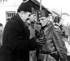 "Der Vize-Präsident Bosniens inspiziert Freiwillige bosnisch-muslimische Soldaten der 13. Waffen-Gebirgs-Division der SS ""Handschar"" (kroatische Nr. 1)"