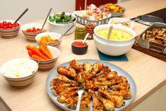 Nem buffet til børnefødselsdag - komplet børnebuffet - Madens Verden Chicken Wings, Pesto, Tapas, Shrimp, Buffet, Lunch, Buffets, Eat Lunch, Lunches