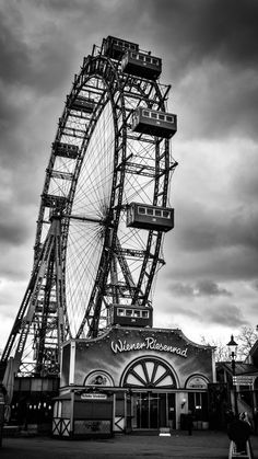 Ferris Wheel http://hdphonewallpapers.com/iphone-6/wallpaper/ferris-wheel