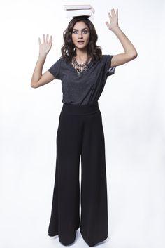Camiseta cinza + Pantalona preta + Colar bolas e franjas   http://mhostore.com/