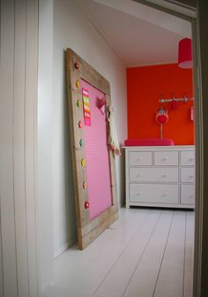 Label123 Prikbord steigerhout extra groot (XL) 105x165cm, roze // http://www.marktplaats.nl/z.html?query=prikbord&categoryId=0&postcode=2013&distance=10000
