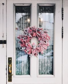 { Pink wreath } x-dallas Pink Wreath, Floral Wreath, Exterior Design, Interior And Exterior, Breakfast In Bed, Merry And Bright, My Dream Home, Home Decor Inspiration, Pretty In Pink