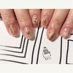 満天の星空⭐︎◻️⬜️☆◽️▫️⚪️✨  #nail#art#nailart#ネイルアート#gold#ワイヤーネイル#star#クリアネイル#ショートネイル#星に願いを  #nailsalon#ネイルサロン#表参道#ワイヤー111#gold111#クリアネイル111 Kawaii Nail Art, Cosmic Girls, Gold Nails, Gold Stars, Nailart, Instagram Posts, Beauty, Cosmetology, Gold Nail