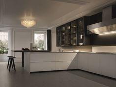 Cuisine laquée avec poignées intégrées avec péninsule TRAIL by Varenna by Poliform design Carlo Colombo, CR