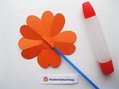 Blumen aus Papier basteln: Anleitung für die Kindern Papier Kind, Origami, Blog, Kids, Kids Pages, Craft Tutorials, Christmas, Presents, Young Children