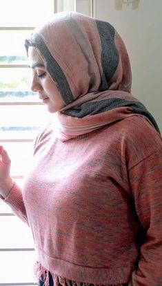 Hot Muslim, Beautiful Hijab, Turtle Neck, Asian, Sexy, Beauty, Dresses, Curvy Women Style, Beleza