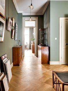 Parquet flooring in the hallway - . Parquet floor in the hallway – Hallway Flooring, Hallway Walls, Parquet Flooring, Hallway Ideas, Grey Hallway, Modern Hallway, Wall Design, House Design, Flur Design