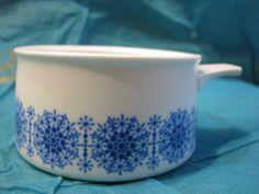 1 x vintage Thomas Ceraflam porcelain soup bowl / oven-safe dish / skillet – snowflake winter décor – 1960s – blue & white – Rosenthal Group von everglaze auf Etsy