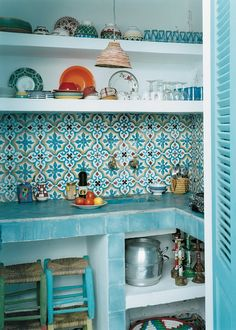 Une cuisine marocaine bleu ciel