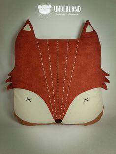 almofada raposa / fox cushion   45 x 55 cm   Thanks for repinning. All rights reserved. Please, don't copy. Order or inspire yourself. Enhance creativity.   Obrigada por repinar. Todos os direitos reservados. Por favor, não copie. Encomende ou inspire-se. Valorize a criatividade.   http://underland.com.br
