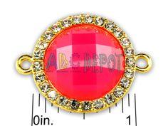 Conector circular en fundición metálica color oro con rhinestones y centro en imitación de semipreciosa facetada. Código: JLRG16