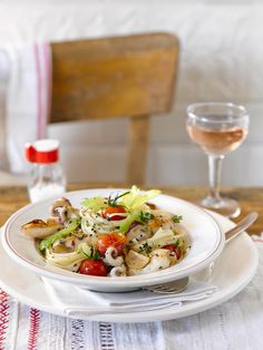 "Linguine ""aglio e olio"" mit Calamaretti (Heft: Juli 2014) Foto © Maike Jessen für ARD Buffet Magazin"