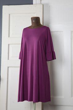 Katariina-mekko naisille, luumu | Poutapukimo