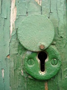 Old green door detail Knobs And Knockers, Door Knobs, Door Handles, Old Keys, Peeling Paint, Old Doors, Vintage Green, Shades Of Green, My Favorite Color