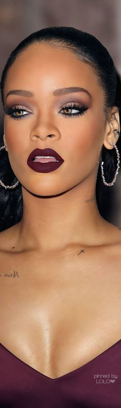 Rihanna's dark skin makeup is incredible here. Loving the lipstick!!!