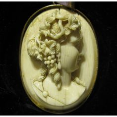 A 19th century ivory cameo portrait.  Fine carving.  Height: 6 cm