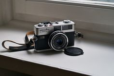 Minolta Hi-Matic F — I wish this kind of utilitarian beauty would exist in modern cameras.