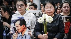 Thai king death: Thousands mourn at royal palace - Thousands of Thais have gathered at Bangkok's royal palace for late-night vigils to mourn King Bhumibol Adulyadej, who died on Thursday.