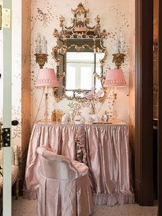 Just in time for Valentine's Day, we've rounded up our most romantic rooms. From chintz overload to a cozy moment, these romantic rooms spark a lot of joy. Romantic Room, Romantic Homes, Most Romantic, Romantic Home Decor, Vintage Dressing Rooms, Small Breakfast Nooks, Danielle Rollins, Bed Wrap, Chintz Fabric