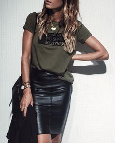 40 Leather Pencil Skirt Outfits That'll Make You Want A Leather Skirt Casual summer outfits for women Black Leather Skirt Outfits, Black Leather Pencil Skirt, Black Pencil Skirt Outfit, Casual Pencil Skirt Outfits, Pencil Dresses, Black Pencil Skirts, Green Leather Skirt, Dress Black, Mode Outfits