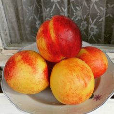 #nectarines My Photos, Peach, Healthy Recipes, Fruit, Instagram, Food, Essen, Healthy Eating Recipes, Peaches