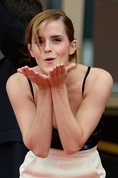 CANNES, FRANCE - MAY Actress Emma Watson blows a kiss as she attends 'The Bling Ring' premiere during The Annual Cannes Film Festival at the Palais des Festivals on May 2013 in Cannes, France. (Photo by Pascal Le Segretain/Getty Images) Emma Watson Linda, Emma Watson Style, Emma Watson Beautiful, Hermione Granger, Emma Watson Quotes, Ema Watson, The Bling Ring, Palais Des Festivals, Rupert Grint