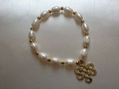 Pulseras de perla de rio con separadores bañados en oro de 18K.