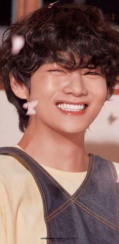 𝐓𝐚𝐞 𝐓𝐚𝐞 ៚ 💜 Foto Bts, Bts Photo, Bts Bangtan Boy, Jimin, Kpop, V Bta, Bts Love, Taehyung Photoshoot, V Bts Wallpaper