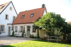Haus Schwedenstyle Sprossenfenster - New Ideas Decoration Entree, Facade House, House Facades, Tiny House Design, House Goals, House Painting, My Dream Home, Dream Homes, Exterior Design