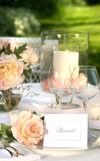 Fest-Ideen: Frühlingsfieber zur Hochzeit    Es gibt wohl kaum eine Jahreszeit, die so untrennbar mit der Liebe verbunden ist, wie der Frühling. Eine Hochzeit ist, ebenso wie der Frühling, ein Neubeginn – gerade aus diesem Grund erfreuen sich diese Monate einer besonderen Beliebtheit. Farbenpracht und Blütenzauber sind die perfeke Kulisse für die Traumhochzeit.