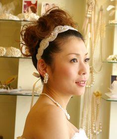 ブライダル髪飾り ウエディング髪飾り ヘアアクセサリー ビーズ リボンカチューシャ カチューム 花嫁の髪型ヘアスタイル、アレンジもご提案しています。