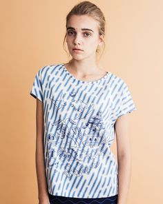 Original willow pattern on blurry rain print cotton jersey T-shirt. 100%  cotton Made in Japan S/M sizeLength: 58.5cm / 59.5cmWidth: 55.5cm /52.5cmNeck point to Sleeve length : 32cm / 33cm