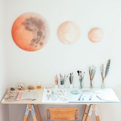 Super cute + organized! Brilliant idea to place brushes in order from smallest to largest